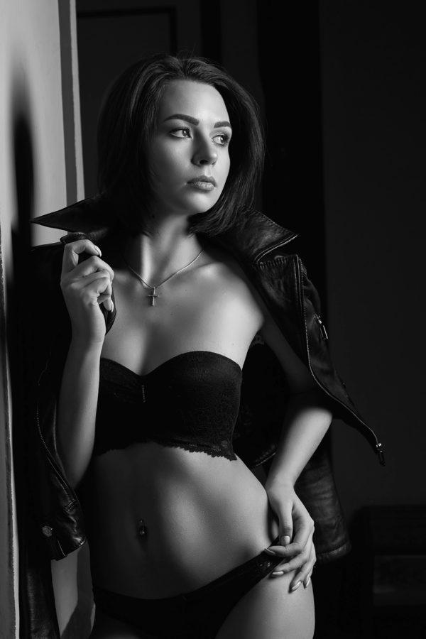 Irina_Boudoir_216-BW-web