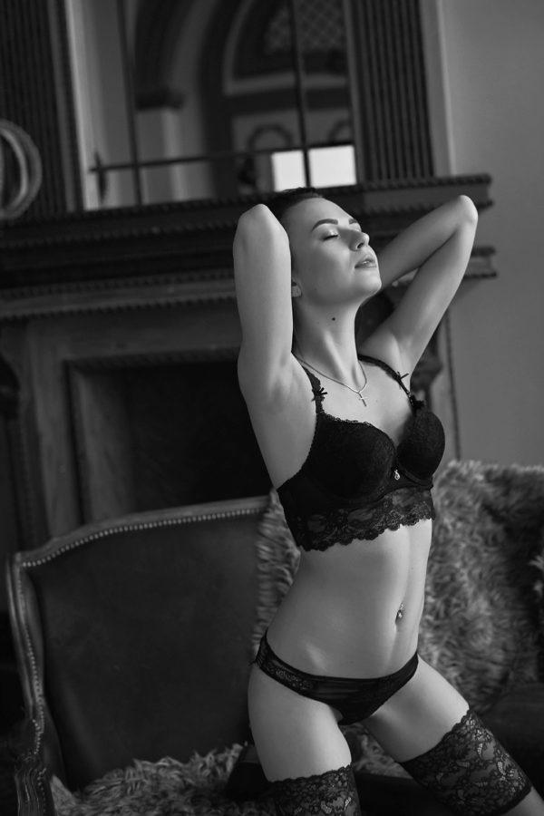 Irina_Boudoir_71-BW-web